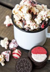 Candy-Cane-Popcorn-Munch