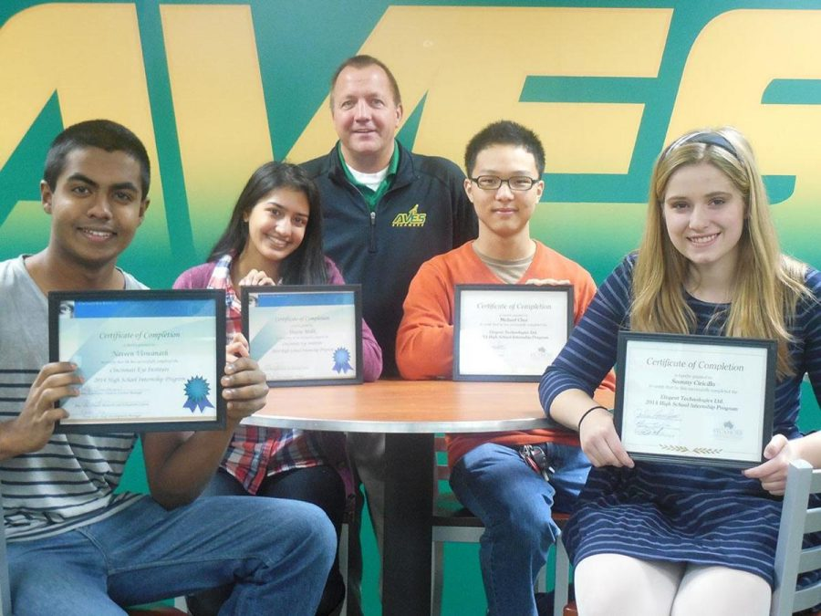 Students+receive+certificates+to+congratulate+the+completion+of+their+programs.+%28left+to+right%29+Naveen+Viswanath+and+Shazia+Malik+both+went+through+an+internship+at+the+Cincinnati+Eye+Institute+while+Michael+Choi+and+Samantha+Ciricillo+went+through+an+internship+at+Etegent.+All+students+stand+with+Principal+Doug+Mader.+