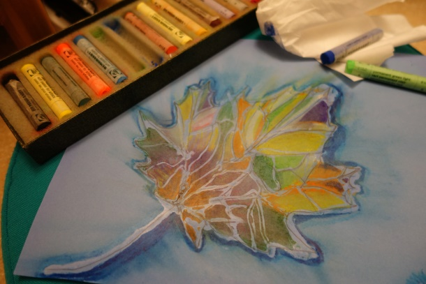 Try+this+easy+fun+piece+of+art.++Draw+or+outline+a+large+leaf+using+school+glue.++After+the+glue+dries%2C+fill+each+section+of+the+leaf+with+different+pastel+colors.+Spread+the+color+using+a+tissue+and+enjoy+your+masterpiece.