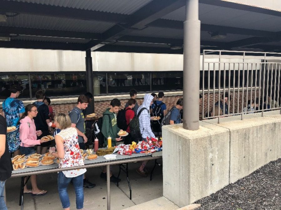 SO SENIOR. Seniors enjoyed a hot dog cookout for lunch. Veggie dogs were offered as an alternative. Seniors were also offered chips, desert and bottled water with the option of eating inside or outside.