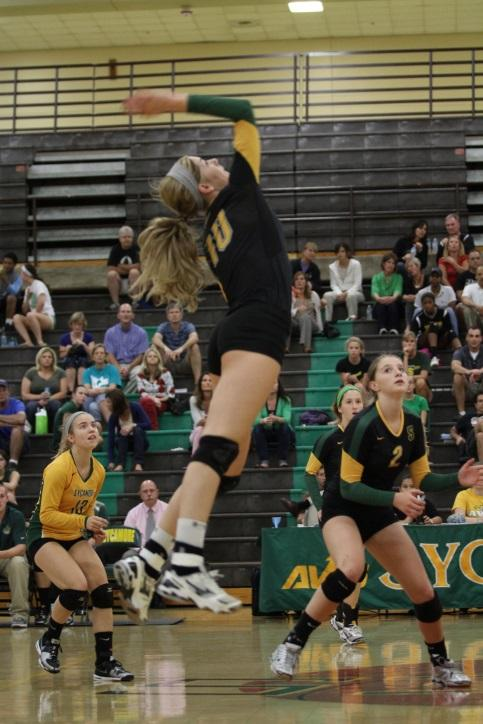Senior commits to playing volleyball in college