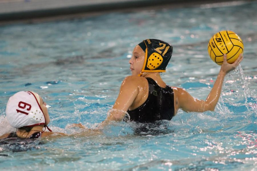 Senior+and+captain+Jennifer+Weber+steps+out+to+look+for+an+open+pass.+As+well+as+playing+water+polo%2C+Weber+competes+with+the+bowling+team+at+SHS.+She+also+plays+club+water+polo+for+Moose+Water+Polo.