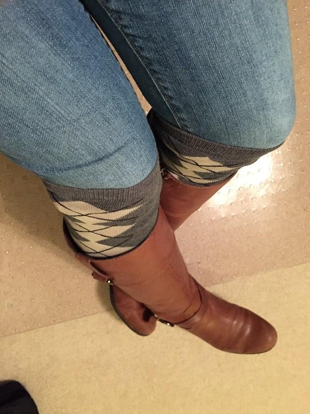 Long boots and knee high socks can also add warmth to any outfit. These can be worn with jeans, leggings, skirts, or dresses.