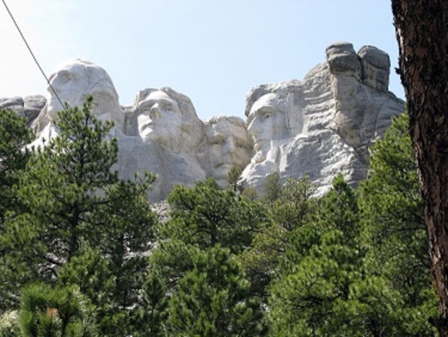 Mount+Rushmore%2C+in+South+Dakota%2C+also+recognizes+Washington+and+Lincoln+along+with+Thomas+Jefferson+and+Theodore+Roosevelt+to+represent+the+first+130+years+of+U.S.+history.+And%2C+ever+since+the+year+1971%2C+Presidents%E2%80%99+Day+has+never+fallen+on+the+birthday+of+any+American+president.+The+birthdays+of+the+four+presidents+born+in+February+%E2%80%93+George+Washington%2C+William+Henry+Harrison%2C+Abraham+Lincoln%2C+and+Ronald+Reagan+%E2%80%93+are+too+early+or+late+to+coincide+with+the+holiday.+