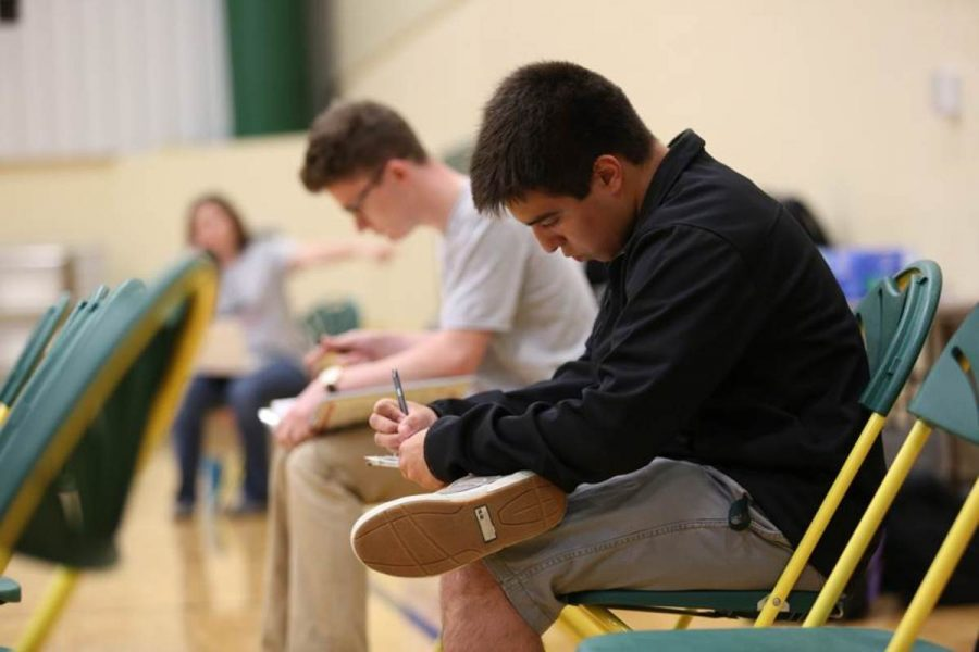 Junior Andrew Cardenas fills out forms before donation. Donating blood requires extensive inspection and formality to prevent problems such as blood-borne illnesses. The pre-donation process also includes a blood screening.