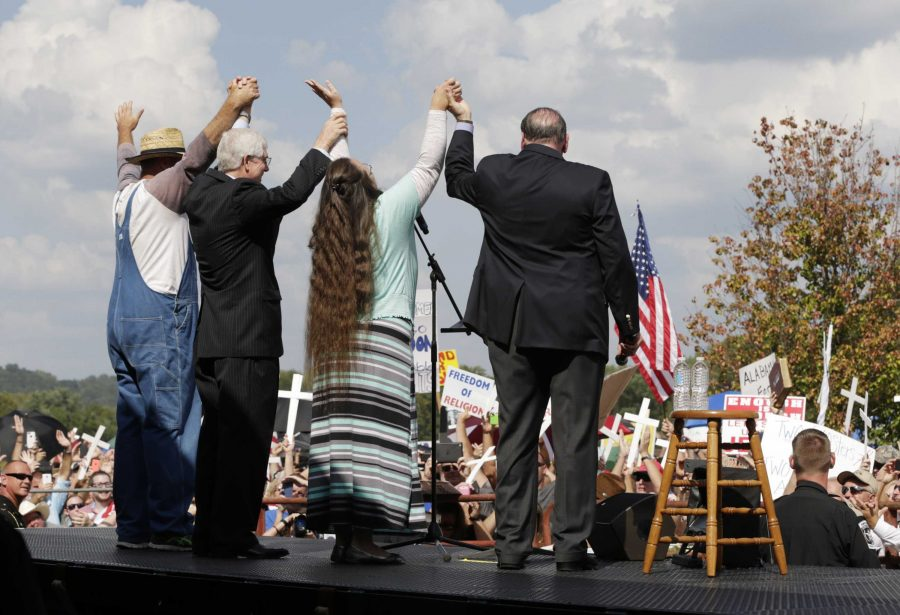 Davis (second from right) celebrates at the rally for her following release from jail. Hundreds of people attended in support for Davis's actions against gay marraige. In addition, some political figures like Mike Huckabee appeared.