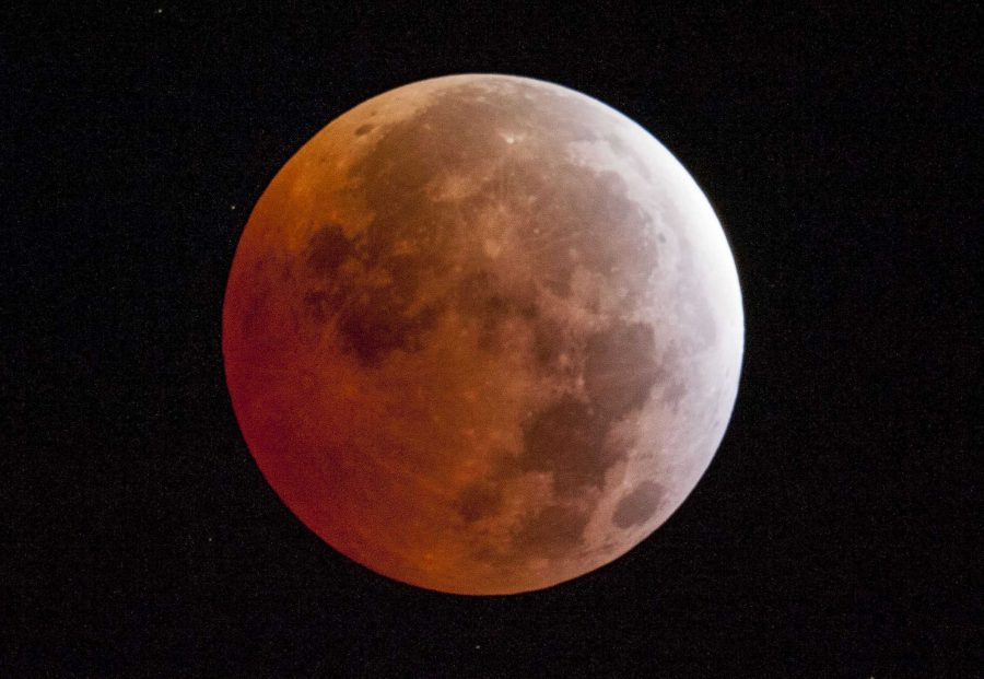 Total+lunar+eclipse+in+Placerville%2C+Calif.%2C+at+5%3A07+a.m.+local+time+on+Saturday%2C+April+4%2C+2015.+%28Randall+Benton%2FSacramento+Bee%2FTNS%29