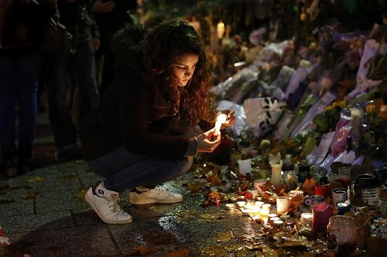 Just one week after the terrorist attack at the Bataclan Theater in Paris, civilian Laura Cappia lights candles in remembrance of the 89 people who died. Cappia was nearby when the shooting occurred. However, while there was much remembrance and outrage by the people in response to the Paris attacks, not much was done when the attacks in Lebanon occurred on Nov. 12.