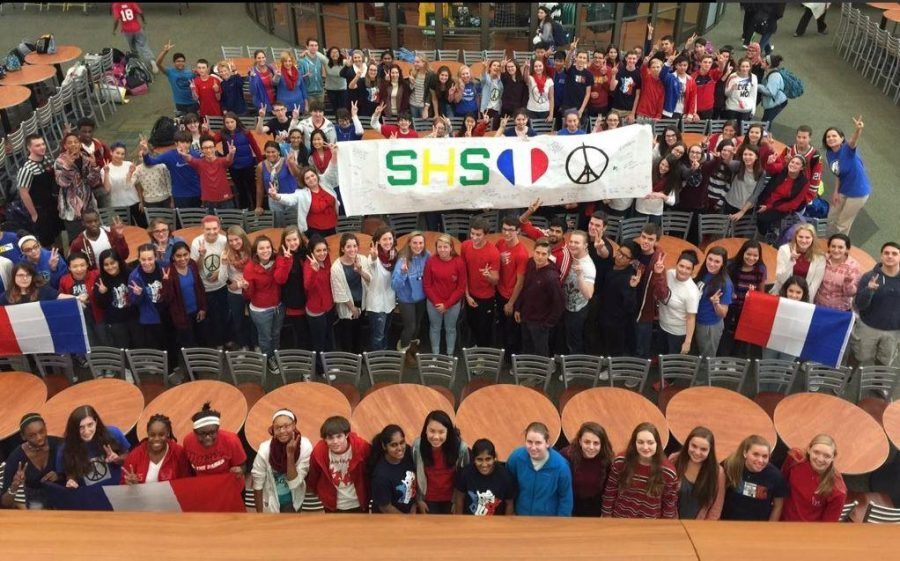 French+students+show+their+support+for+France+with+a+banner+they+all+signed+on+Mon.%2C+Nov.+16.+Other+students+joined+in+showing+their+solidarity+with+France+by+wearing+red%2C+white%2C+and+blue%2C+the+colors+of+the+French+flag.+A+picture+of+these+students+was+taken+on+Monday+as+well.