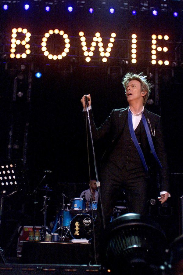 David+Bowie+performs+in+a+2002+concert.+The+theatrical+Bowie+did+not+only+make+music%2C+but+films+as+well.+some+of+his+better+known+movies+are+%E2%80%9CLabyrinth%E2%80%9D%2C+%E2%80%9CThe+Man+Who+Fell+to+Earth%E2%80%9D%2C+and+%E2%80%9CThe+Prestige%E2%80%9D.