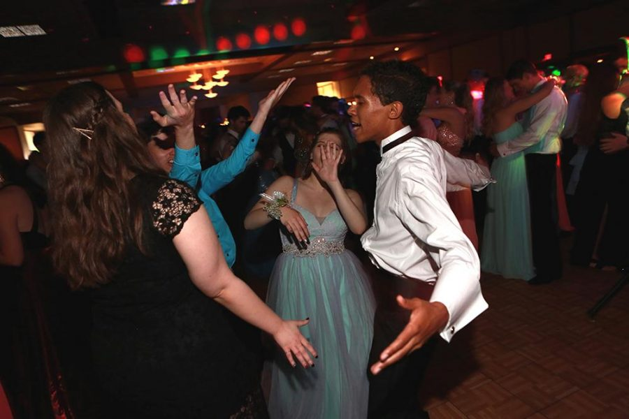 Students+dance+at+last+year%E2%80%99s+prom.+The+past+prom+was+at+Oasis+Country+Club.+The+decision+has+been+made+to+switch+the+dance+to+the+Sharonville+Convention+Center.+
