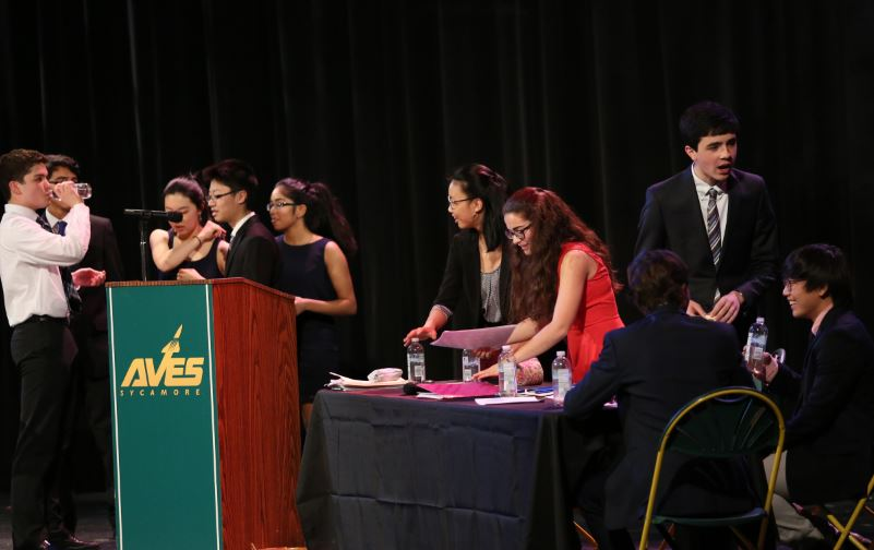 SPEAK+UP.+The+final+debate+was+hosted+sixth+bell+in+the+Little+Theater+and+was+watched+by+most+sophomores+and+other+students.+English+teachers+and+previous+debate+winners+judged+the+debate.+%E2%80%9CIt%E2%80%99s+definitely+helped+my+persuasive+writing%2C+and+a+lot+of+my+group+members+are+now+better+public+speakers+as+well+because+of+it%2C%E2%80%9D+Zhang+said.