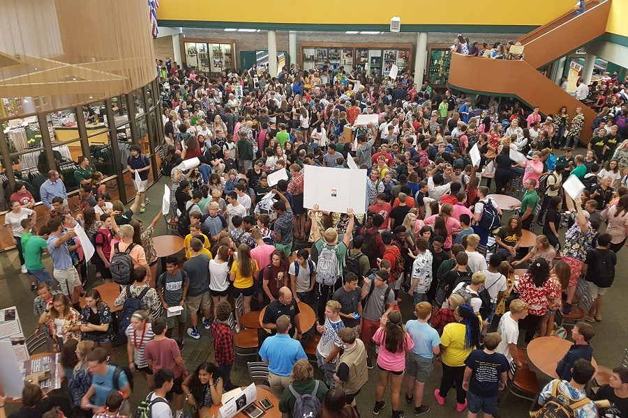 EXCITEMENT. Freshmen wander the Commons, exploring different options for classes, clubs, and sports. Seniors, who were required to come in, promoted their activities. Freshmen  came in one day before the rest of the high school to become acclimatized to SHS and to build relationships with upperclassmen.