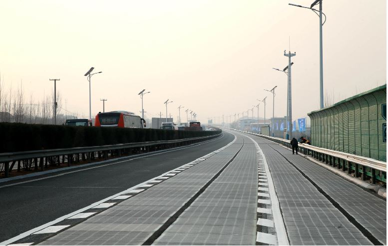 SOLAR+POWER.+The+new+solar+road+in+Jinan%2C+China+first+opened+in+December.+It+has+since+been+closed+because+of+thieves+stealing+the+road%E2%80%99s+solar+panels.+China+is+not+the+first+country+to+have+this+idea%3B+the+Netherlands+first+laid+out+a+solar+panel+bike+path+in+2014%2C+and+France+has+had+a+solar+road+in+Normandy+since+the+end+of+2016.