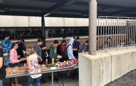 Seniors enjoy cookout at lunch
