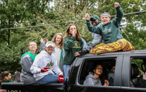 Waterpolo bonds through parade